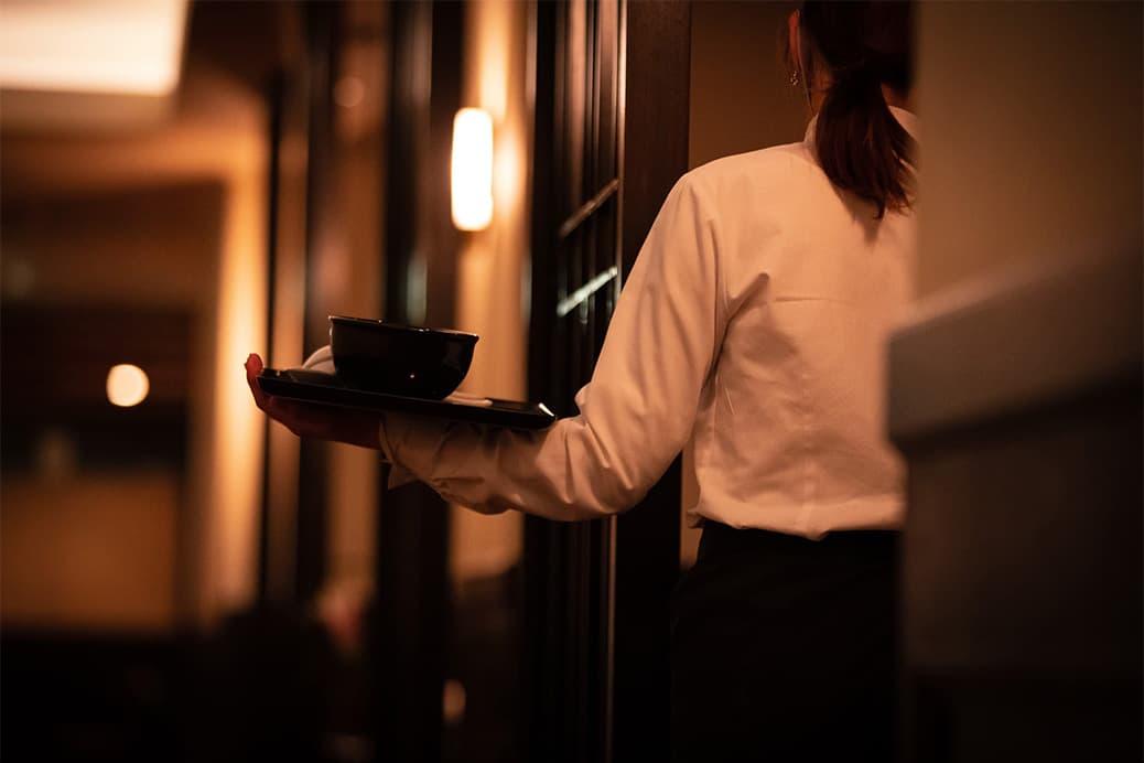 高級ホテルのようなレセプションカウンター